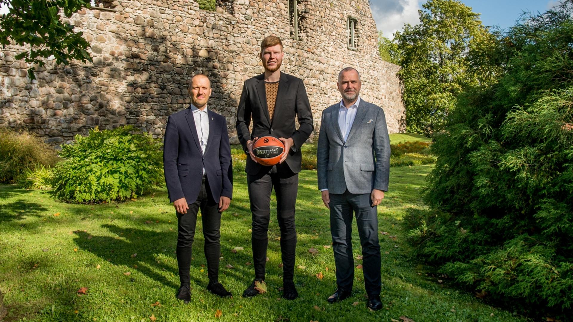 Valmierā dibina Bertānu basketbola skolu