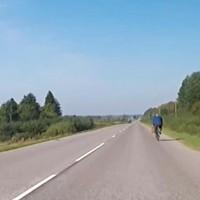 Uz Priekules–Vaiņodes autoceļa uzklāts ilgi gaidītais asfalta segums