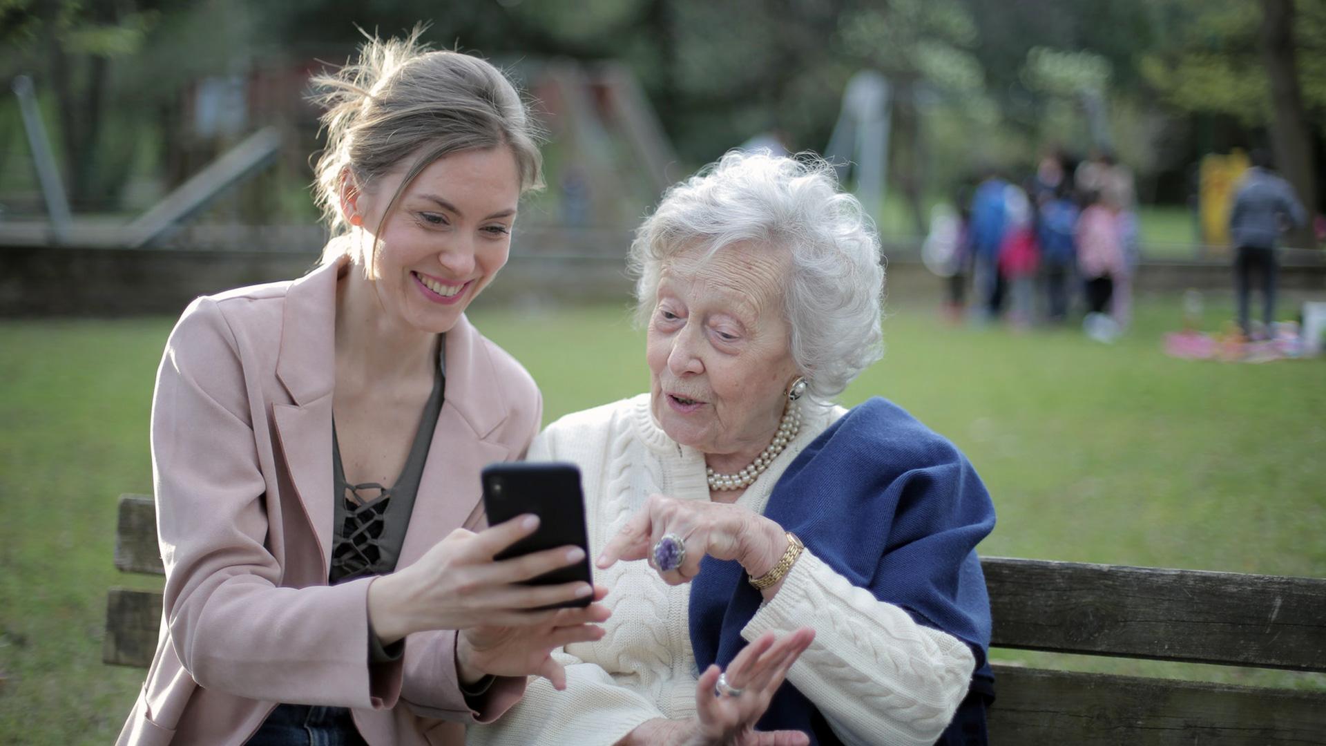 Seniori baidās no pārmaiņām, ko ievieš pandēmija