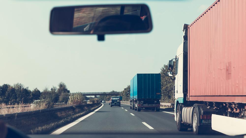 Cigarešu kontrabandu kravas automašīnās ved biežāk