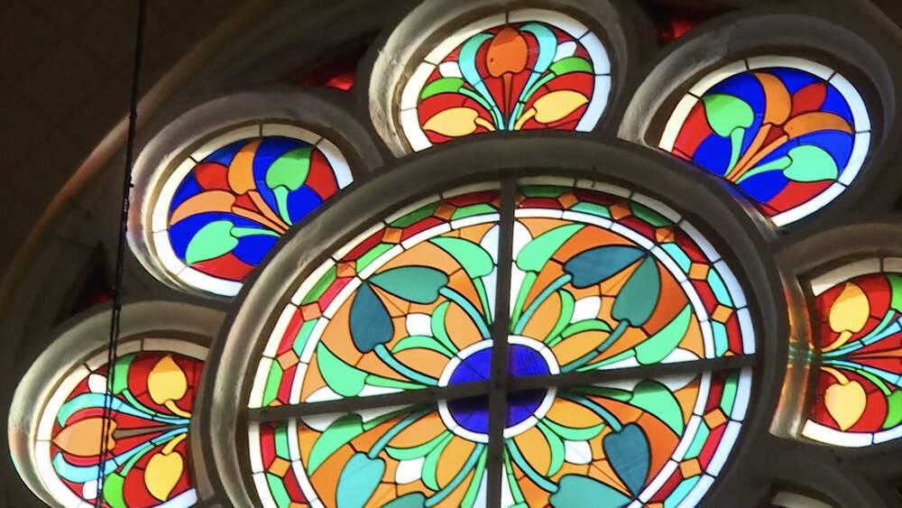 Restaurē Viļakas katoļu baznīcas vitrāžas