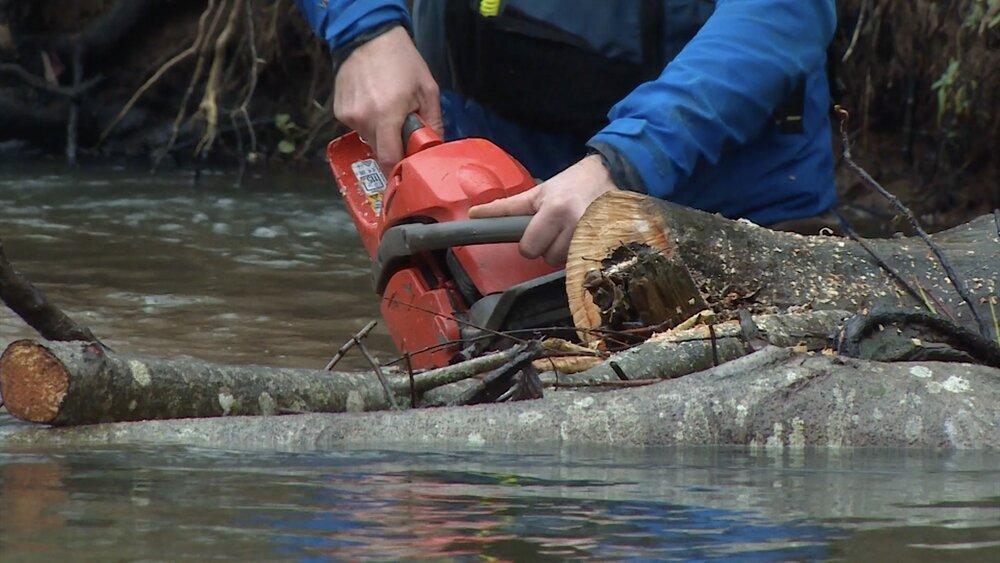 Ar kajakiem un degsmi brīvprātīgie attīra upes Latgalē
