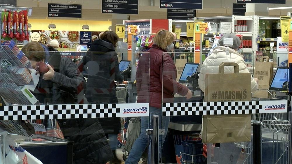 Veikalos aizvadīta nedēļas nogale ar jaunajiem ierobežojumiem