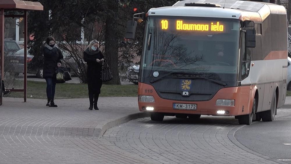 Daugavpilī trūkst pilsētas satiksmes autobusu šoferu