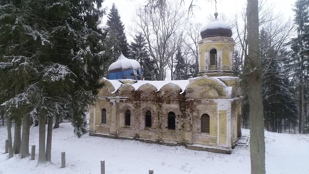 Vilinošā un pamestā baznīca Galgauskā