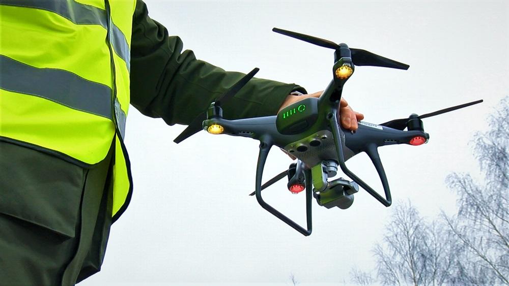 Vairākiem tūkstošiem dronu lietotāju jauni stingrāki noteikumi; zina tikai daži