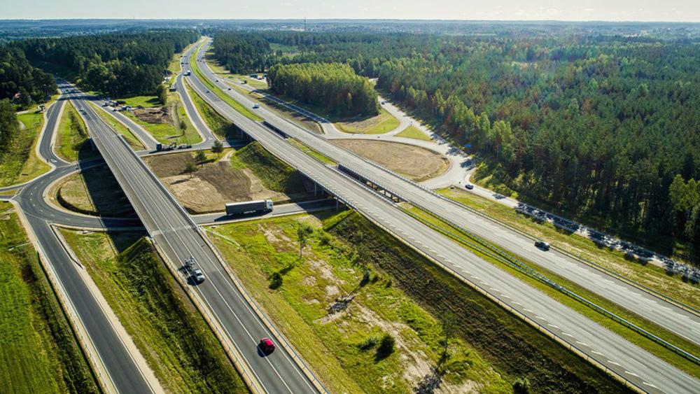 Šovasar vismaz divi ceļi  ar atļauto ātrumu virs 90 km/h; domā par ātruma kontroles radariem