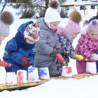 Ekoskolas bērni pēta sniega tīrību