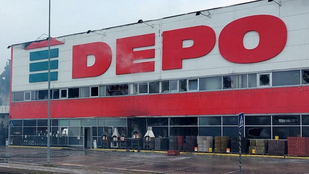 """Izvērtē lielveikala """"Depo"""" ugunsgrēka sekas"""