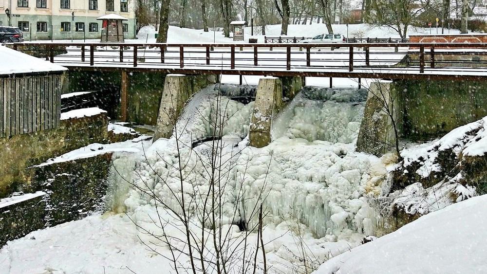 Alekšupītes ūdenskrituma ziemas romantika