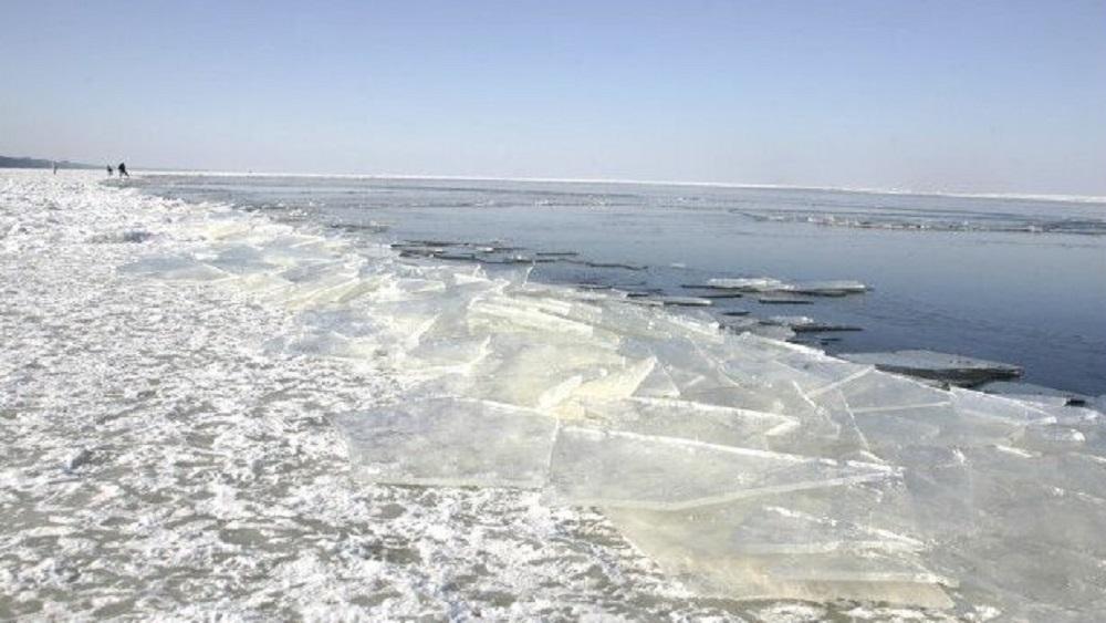 Liepājas ostā katru dienu lauž ledu