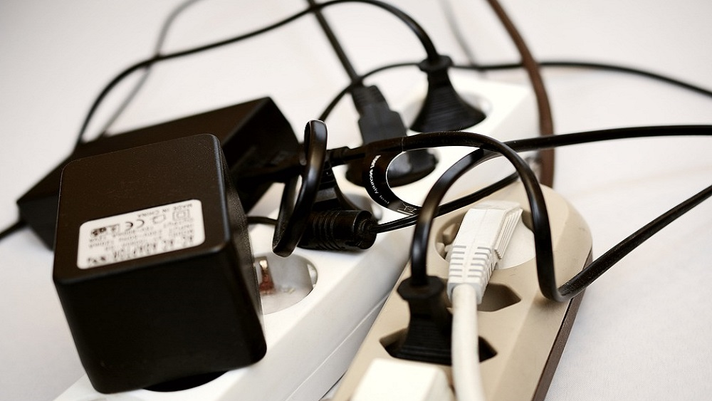 Iedzīvotāji ar elektrību dažkārt rīkojas nedroši