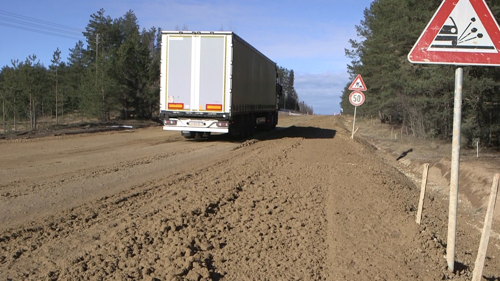 Tranzītceļa posms uz Baltkrieviju - vieni dubļi