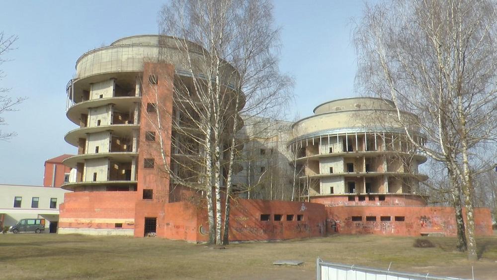 Jelgavā nojauks nepabeigto dzemdību nama ēku