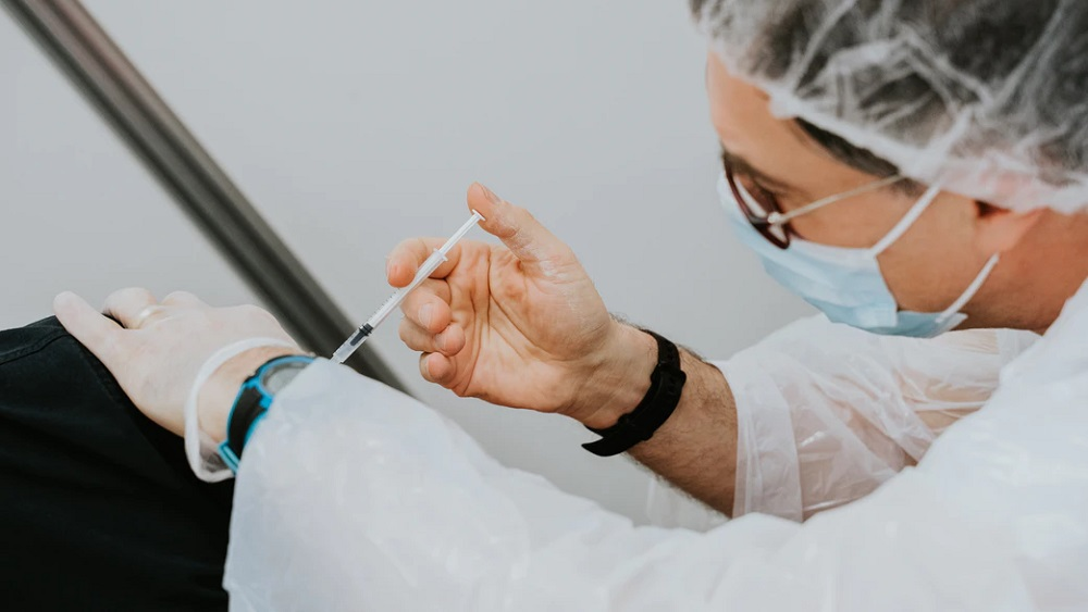Latvijā vakcīnu saņēmuši 14 cilvēki vecumā virs 100 gadiem