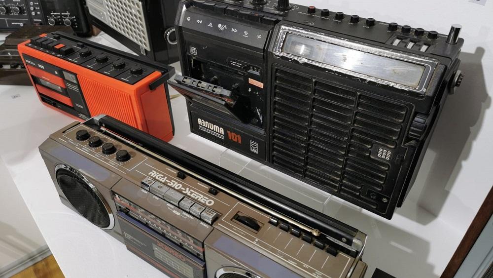 Apmeklētājus atpakaļ sagaidīs ar seniem radio uztvērējiem