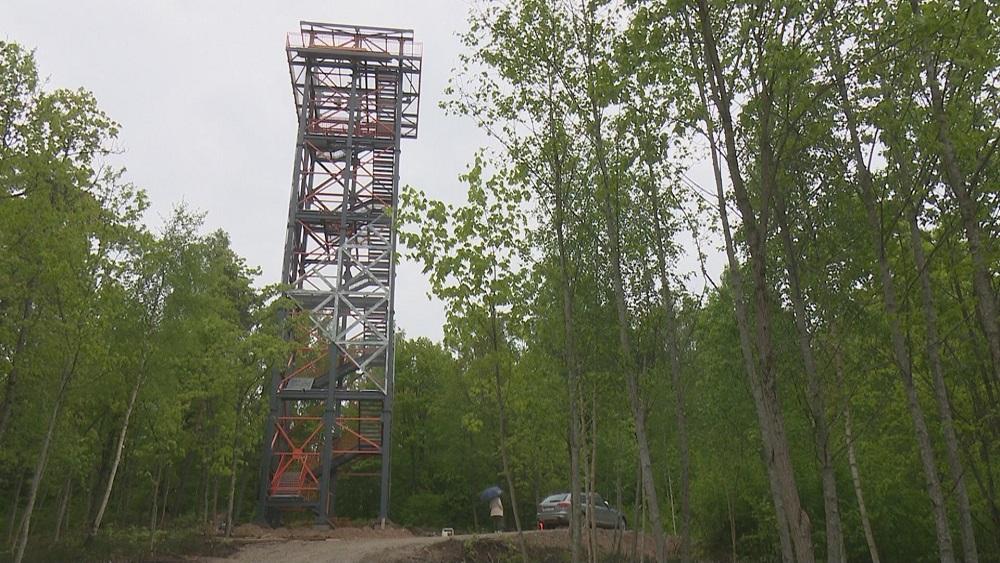 """Pie Strūves ģeodēziskā loka punkta """"Dabors-kalns"""" būvē skatu torni"""