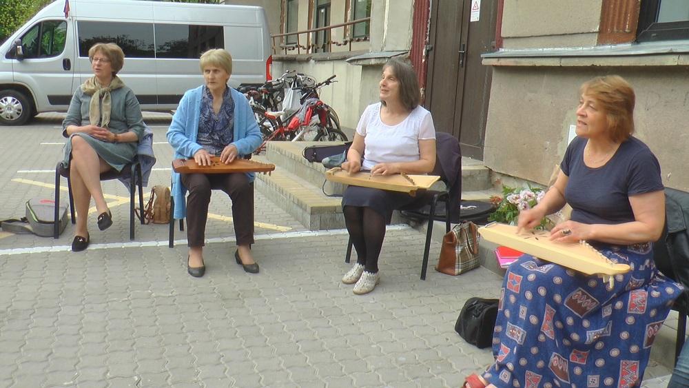 Jelgavas pašdarbības kolektīviem mēģinājumi iekštelpās vēl nenotiek