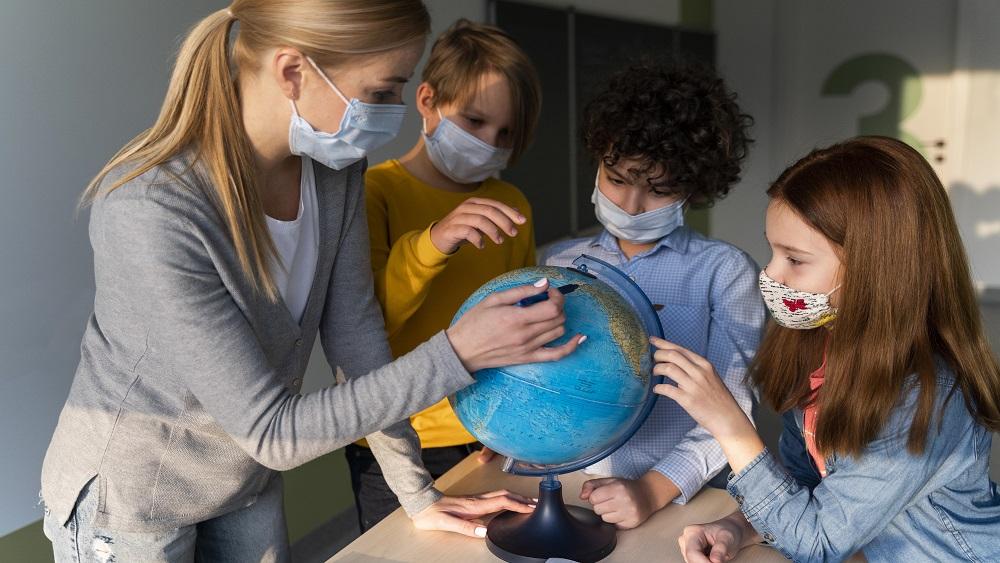 Pedagogu arodbiedrībai pasīva nostāja par vakcināciju