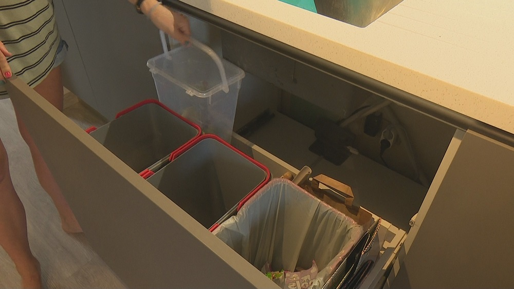 Magoņu ģimene ikdienā šķiro atkritumus