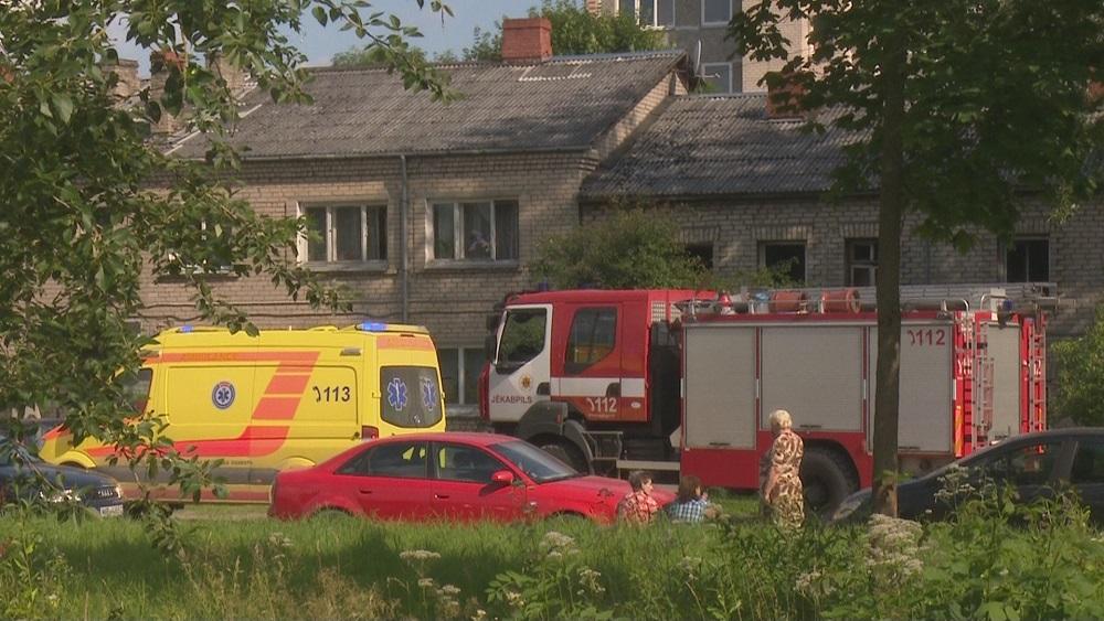 Daudzdzīvokļu mājā Jēkabpilī nogrand sprādziens