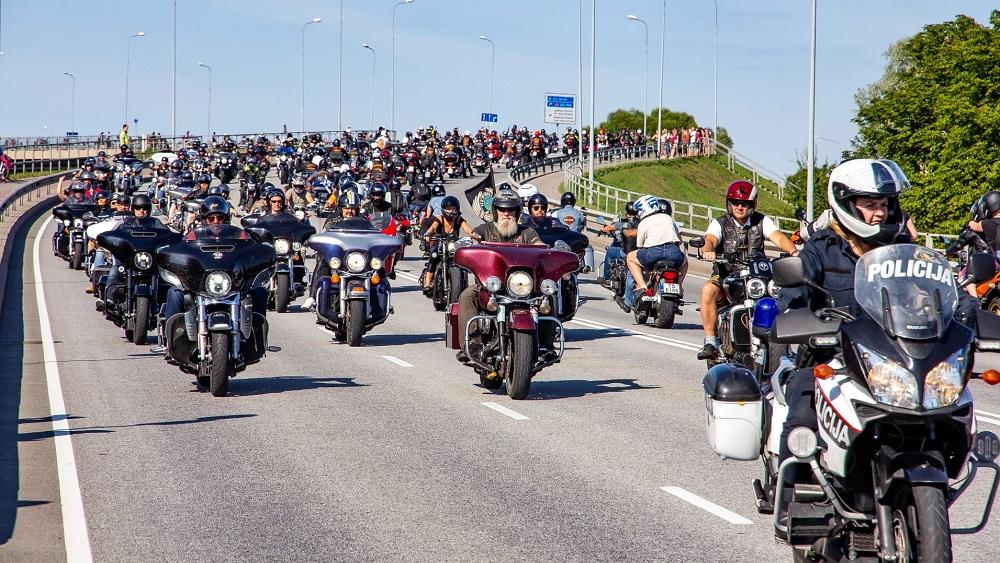 Ventspilī pulcējās ap 3000 motobraucēju