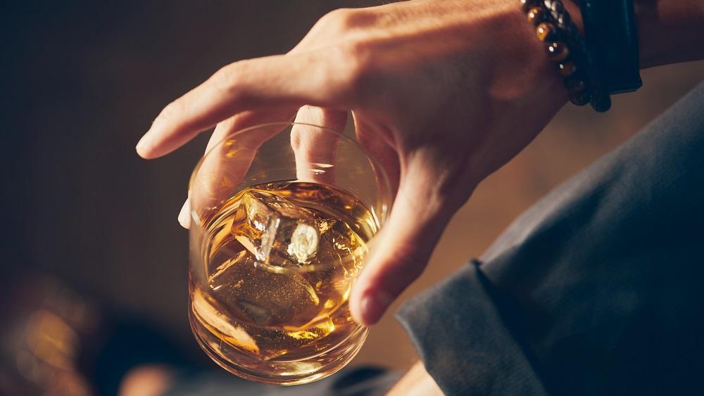 Alkohola tirdzniecības laika izmaiņas varētu likt veikaliem saīsināt darba laiku