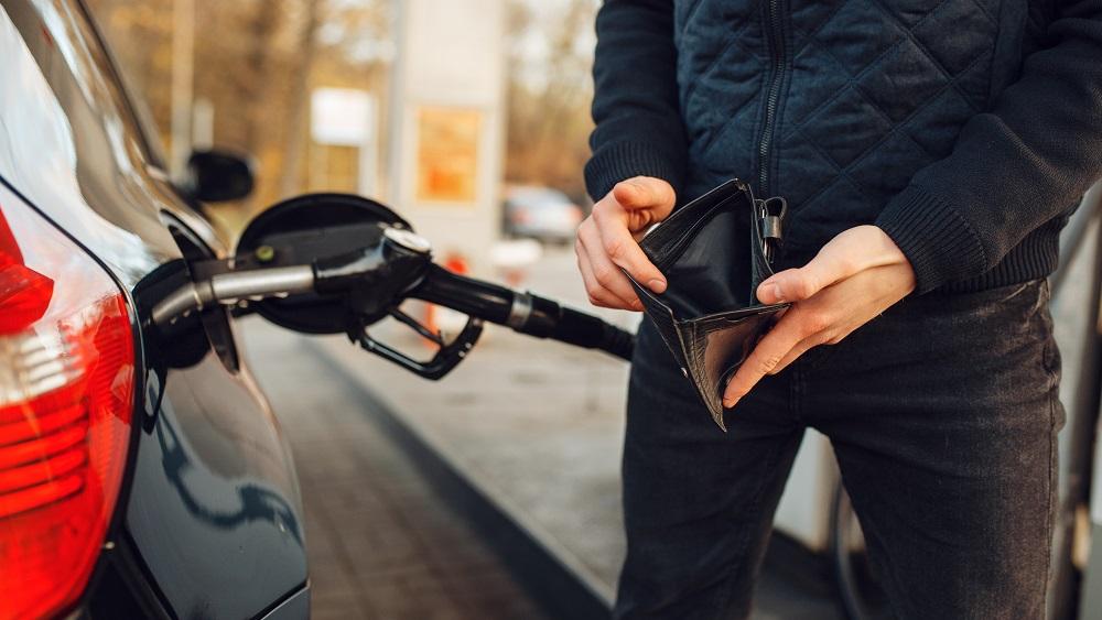 Degvielas cenas sasniegušas pirmspandēmijas līmeni