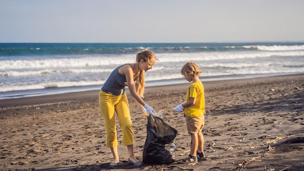 Pandēmijas ietekmē pludmalēs pieaug atkritumu apjoms