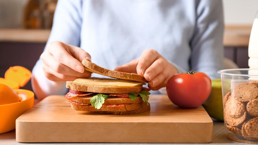 Iecavas vidusskolā grūtības nodrošināt skolēnu ēdināšanu
