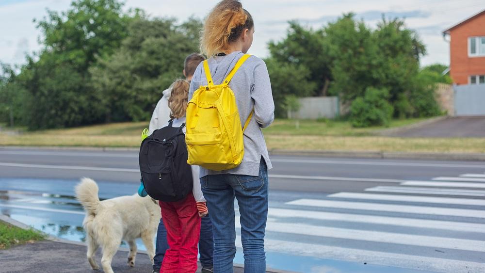 Vecākus aicina pārrunāt ar bērniem jautājumus par drošību uz ceļa