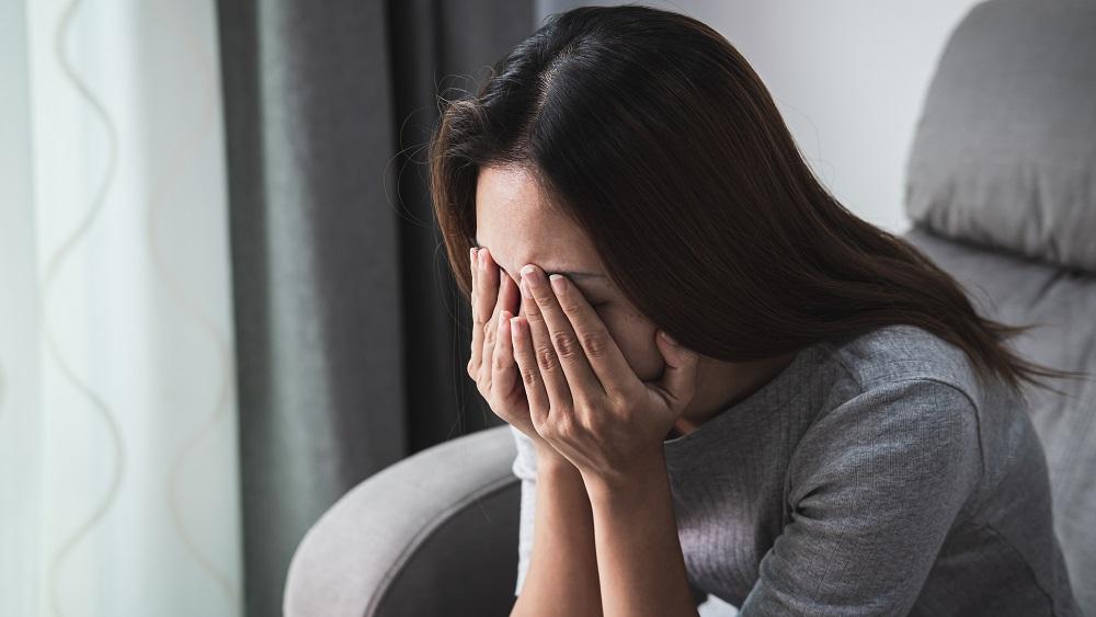 Policists Liepājā apmaksā naktsmājas no vardarbības bēgošai sievietei