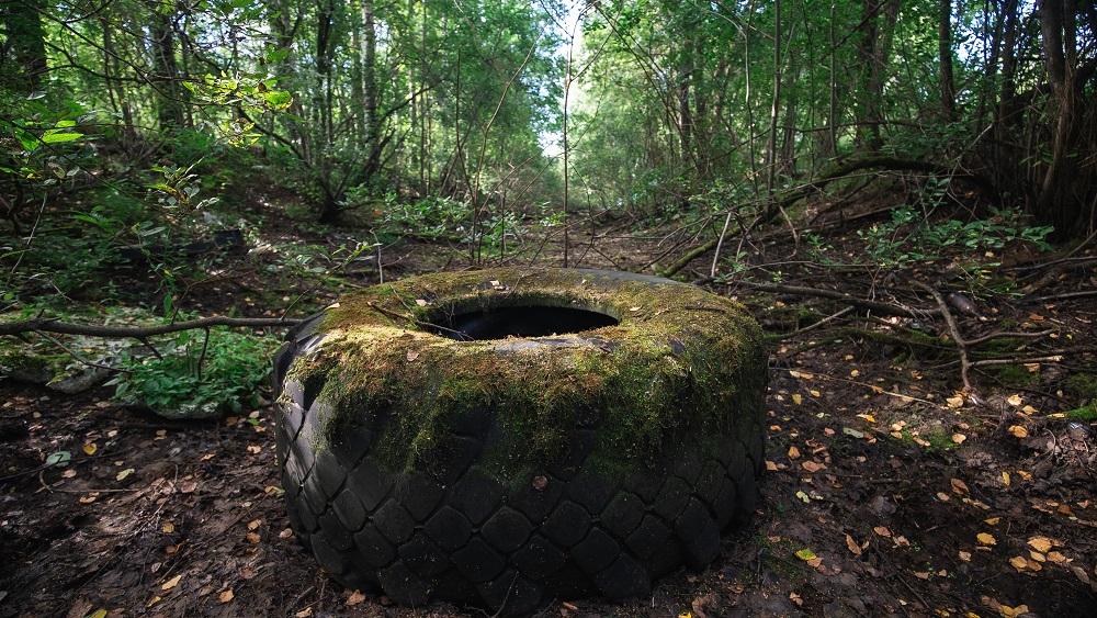 Pieaug bažas, ka auto riepas vairāk tiks izmestas mežos.