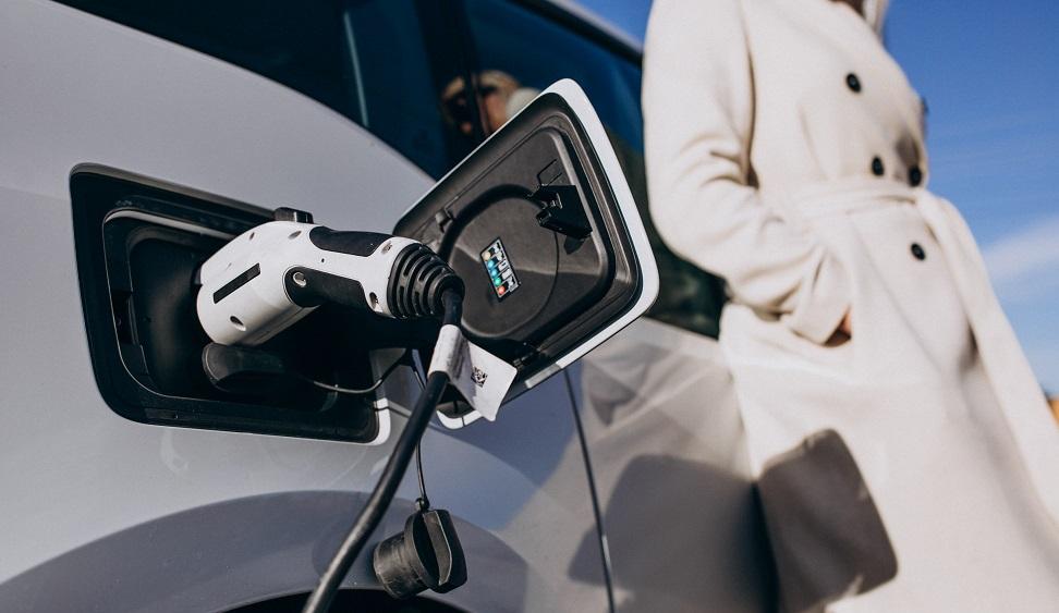 Nākamgad varēs saņemt pabalstu elektroauto iegādei