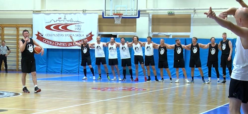 Basketbola kaislības teatrālās noskaņās Cēsu mākslas festivāla ietvaros